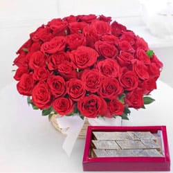 Astounding Red Roses with yummy Kaju Barfi to Balepet