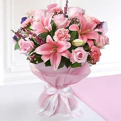 Stimulating Heart of Love Mixed Seasonal Flower Bouquet to Extn Iistage