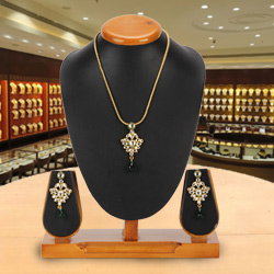 Foxy Avon Nistha Kundan Pendant and Earrings Set<br>
