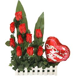 Impressive Love Bonding Gift Arrangement