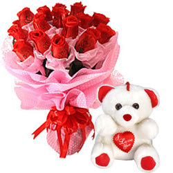Enchanting Red Rose Bouquet and a Teddy Bear with Heart