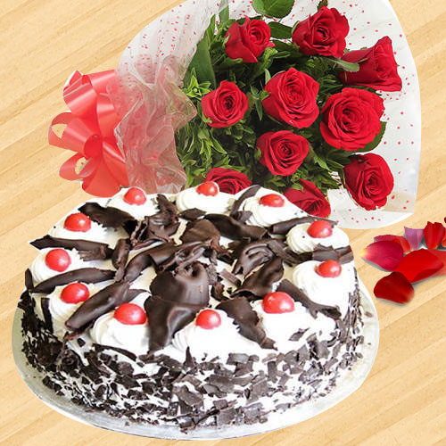 Exotic Red Color Roses Hand Bunch with Black Forest Cake