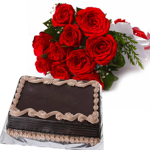 Delightful Chocolaty Cake with Red Roses Hand Bunch