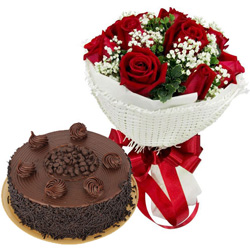 Gift Online Chocolate Cake with Red Roses Bouquet