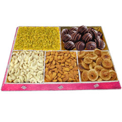 Toothsome Homemade Chocolate N Dry Fruits Tray Set