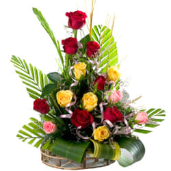 Mesmerizing 15 Mixed Roses in a Beautiful Arrangement