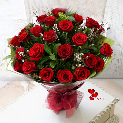 Send Hand Bunch of Dutch Roses for V-Day