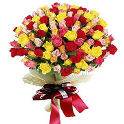 Fashionable Arrangement of Premium Roses in Mixed Colour