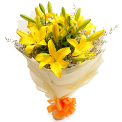 Online Gift of Yellow Lilies Bouquet