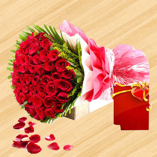 Charming Red Color Roses arranged in a Bouquet