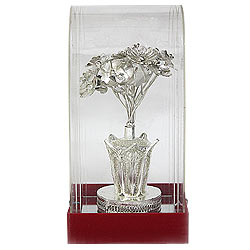 Impressionable Handiwork of Flower Vase made of Silver