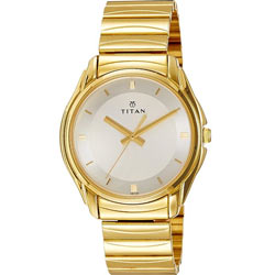 Dashing Men's Wrist Watch from Titan for Lovely Celebration