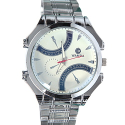 Stunning Present of Designer Men Wrist Watch in Silver tone